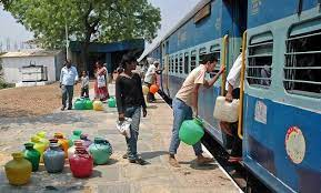 Peoples Take Train Journey for Half an Hour Daily To Get Water In Maharashtra
